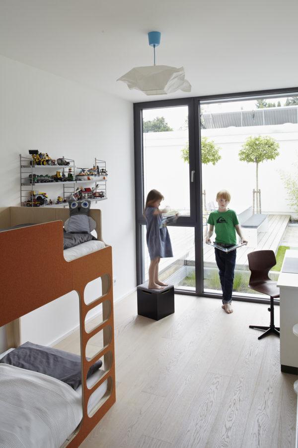 Modernisieren. MŸnchen, Haus Payr, Kinderzimmer von Silas (8), im Bild mit seiner Schwester Elisa